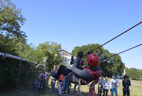 Юные туристы соревновались в умении преодолевать естественные препятствия и «ловушки»